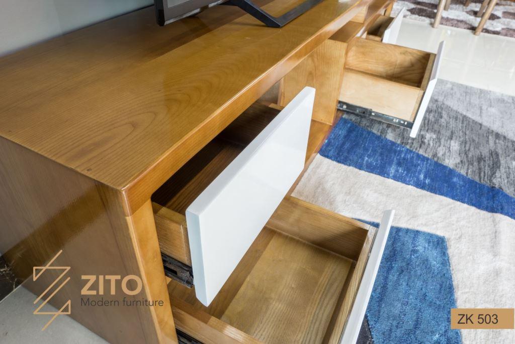 Bề mặt mẫu kệ tivi đẹp bằng gỗ Sồi nhẵn và rõ vân gỗ