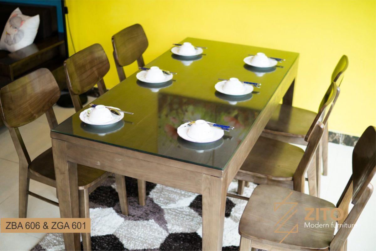 Bàn ăn chất liệu gỗ tự nhiên đem lại cảm giác ấm áp, hạnh phúc cho không gian bếp ăn hiện đại