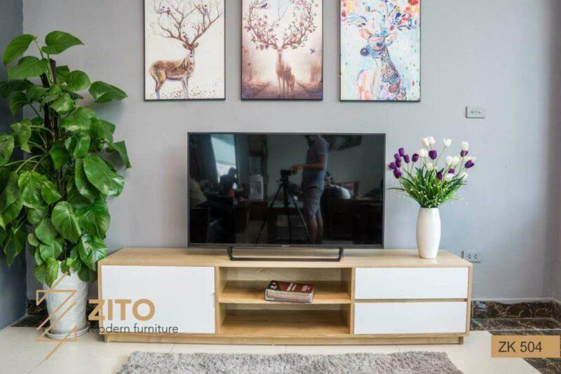 Kệ để tivi bằng gỗ ZK 504 sơn màu nguyên bản vàng sang trọng