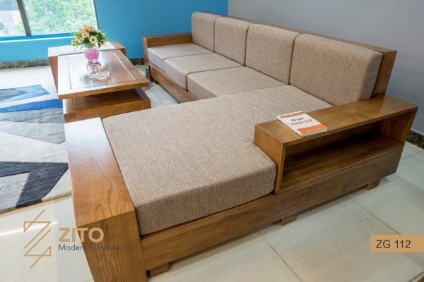 Trang trí phòng khách người tuổi Dậu với sofa gỗ