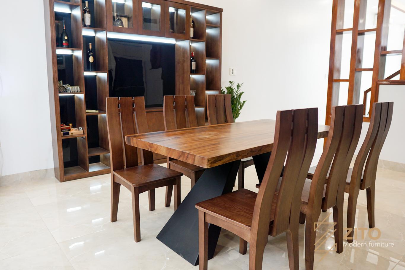 thực tế bàn ghế ăn gỗ me tây được chúng tôi chụp tại nhà khách